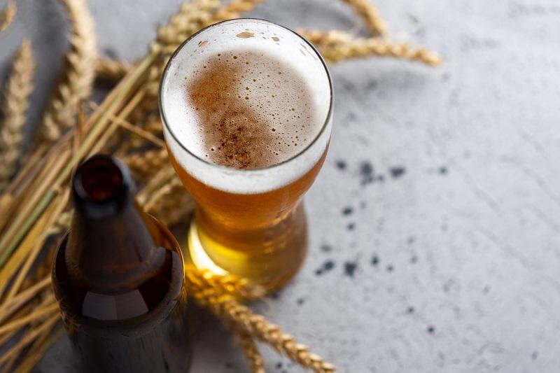 Chăm sóc tóc bằng bia có tác dụng gì? 8 cách gội đầu bằng bia để trị gàu, trị nấm và mọc tóc nhanh-3