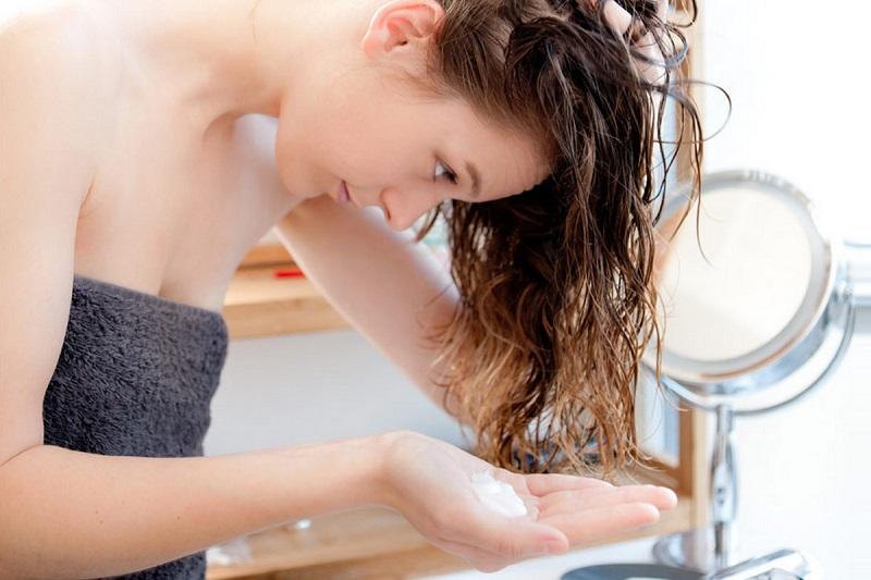 [TỔNG HỢP] 5 cách chăm sóc tóc uốn vào nếp tự nhiên tại nhà sau khi gội và nhuộm-2