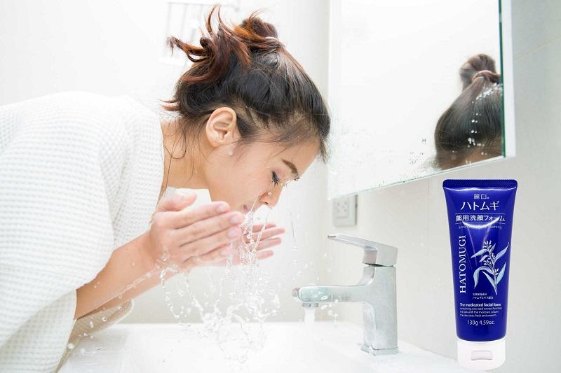 Sữa rửa mặt ngừa mụn, dưỡng ẩm và làm sáng da Hatomugi Nhật Bản