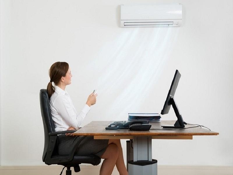 [GIẢI ĐÁP] Ngồi điều hòa nhiều có tốt không? Ngồi máy lạnh bị khô da phải làm sao? Cách chống khô da khi ngồi máy lạnh