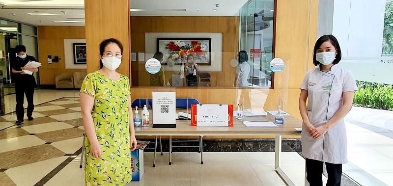 Omi Pharma tặng kính chắn Mica đồng hành cùng cư dân Times City quyết thắng đại dịch-8