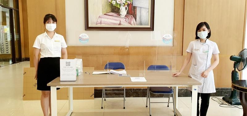 Omi Pharma tặng kính chắn Mica đồng hành cùng cư dân Times City quyết thắng đại dịch - 2